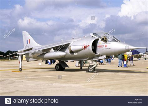 hawker p 1127 kestrel and 0750965304 hawker p1127 kestrel jump jet aircraft in raf markings hawker stock photo royalty free image