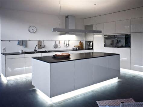 beleuchtung kücheninsel ideen indirekte beleuchtung k 252 cheninsel afdecker