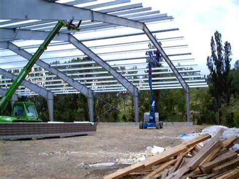 tettoia in acciaio nuova realizzazione di un maneggio in acciaio con tettoia