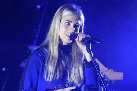 Property Brother by London Grammar Tour Review Heavenly Hannah Reid Scores A