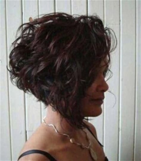 angled bob with waves for 40 year old woman best 25 curly inverted bob ideas on pinterest curled