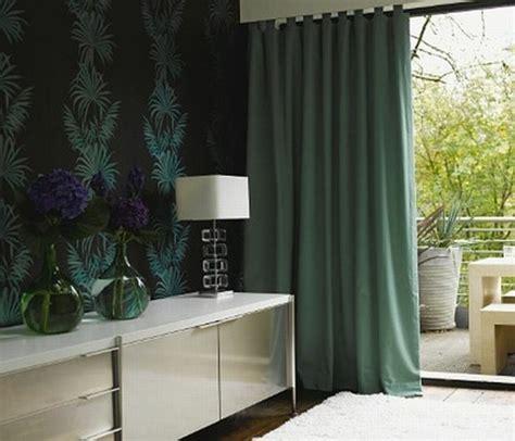 decke für bett graue tapete schlafzimmer
