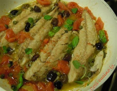 come cucinare i filetti di sgombro filetti di sgombro pomodorini capperi e olive ricetta