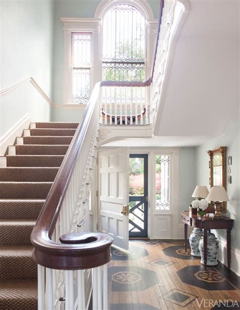 Tour à Bois 1735 by Best 25 Foyer Staircase Ideas On Curved