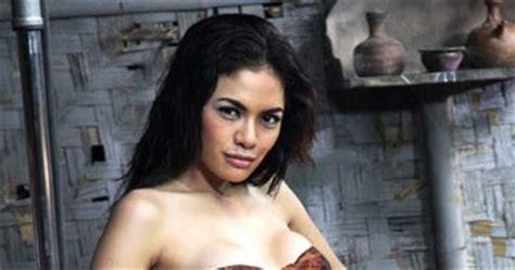 Foto Seksi Di Film Nenek Gayung | 4f1l news foto seksi adegan mandi nikita mirzani di