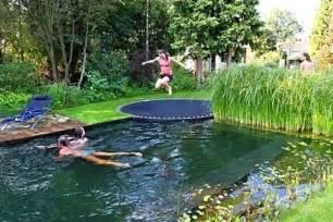 Pics photos trampoline pool