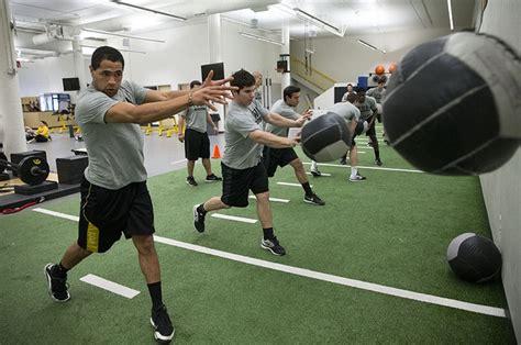 baseball players bench press the importance of baseball weight training program