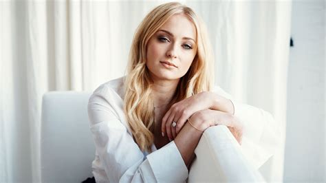 couch turner game of thrones sophie turner on her career plans after game of thrones