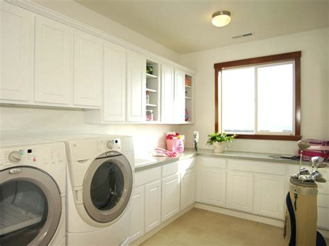 Dry and Comfy Laundry Room to Get Your Set Clothes Neatly