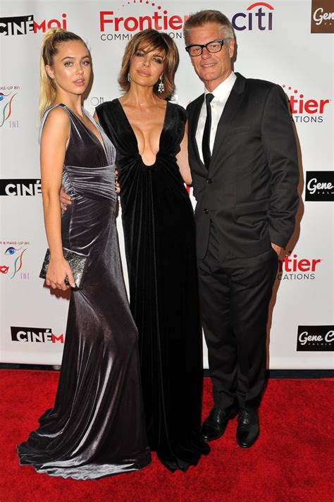 what is wrong with lisa rings husband lisa rinna and her family hit the red carpet picture