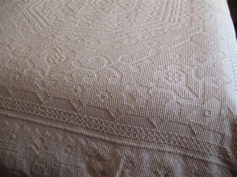 Antique Chenille Bedspreads Vintage White Hobnail Chenille Fabric Bedspread Bedspreads