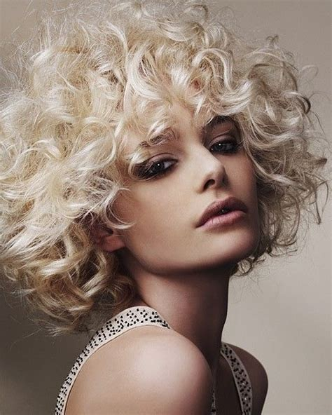 perruque blonde curly cool sophisticated style very classy