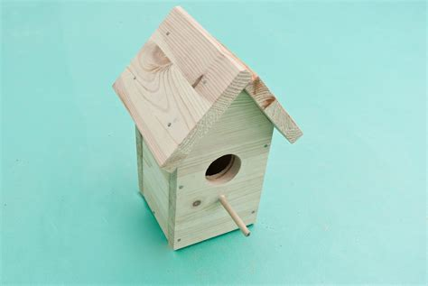 how to make bird houses from recycled materials