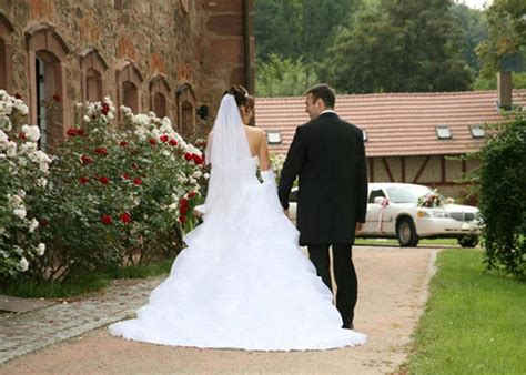 wedding expenses 5 wedding expenses that cost more than you d think