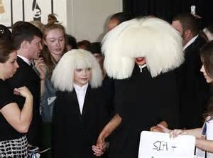 Who Sang Chandelier Sia Furler Makes A Bizarre Entrange At The Grammy Awards