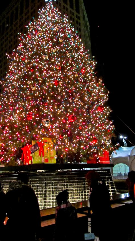 downtown detroit tree lighting here s everything you need to know about downtown detroit