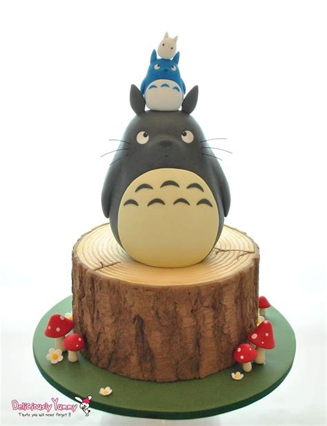 Cupcake Of The Week My Edible Totoro by 20 Geeky Cakes That Are To Eat Dorkly