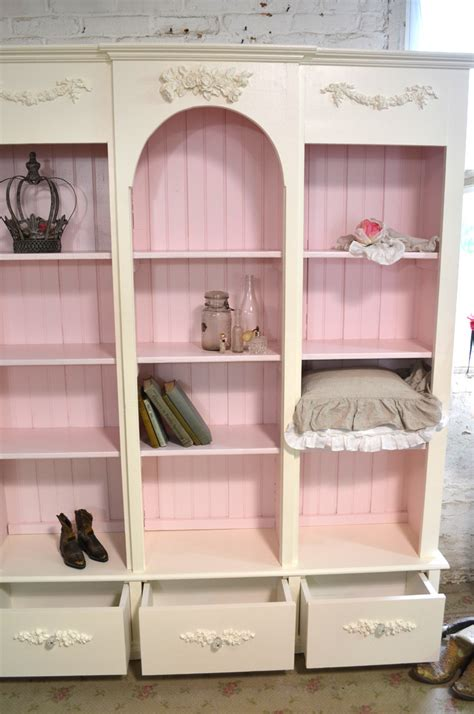 26 adorable shabby chic bathroom d 233 cor ideas shelterness shabby chic white bookcase 28 images the backyard