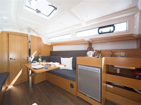zeilboot met open spiegel bavaria 33s sandy spit brug jachtverhuur
