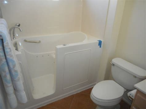 walk in bathtubs for disabled 1 day installation walk in tubs illinois il walk in