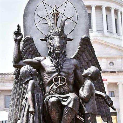 baphomet illuminati satanic temple brings baphomet statue to arkansas for