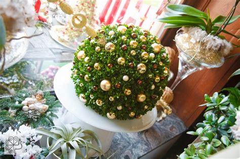 tavola natalizia oro centritavola di natale costellati di oro argento bianco