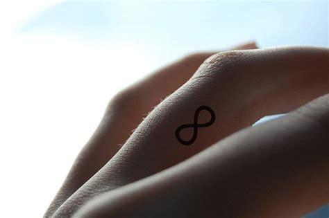 tatouage femme doigt top 49 des plus beaux mod 232 les