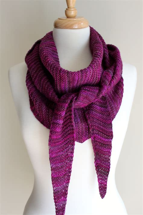 triangle pattern knitting free knitting patterns totally triangular scarf leah