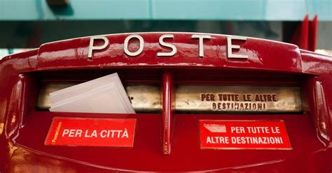 cassetta poste italiane poste sotto pressione analisti vedono un quarto trimestre