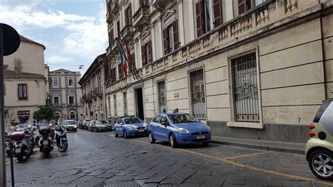 questura palermo ufficio passaporti a catania marocchino irrompe in polizia minaccia di morte