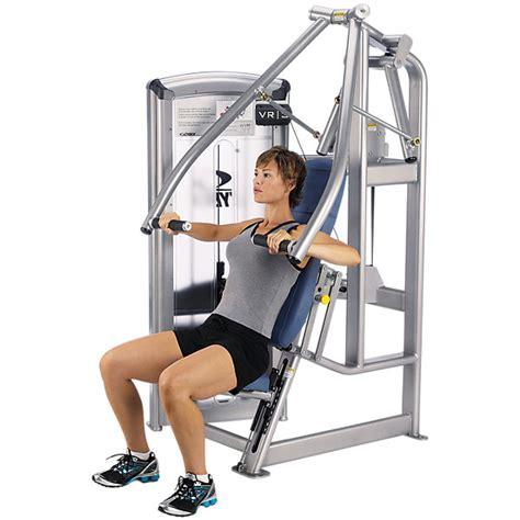 chest press bench press chest press machine e bench press a confronto esercizi consigli