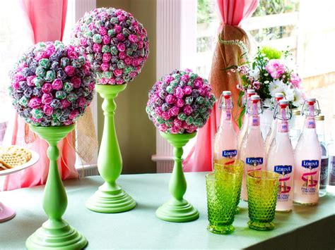 how to make a centerpiece how to make a lollipop topiary centerpiece how tos diy
