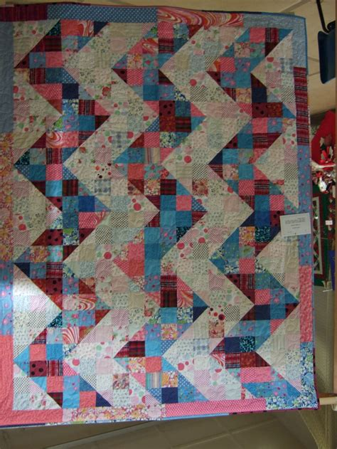 zig zag quilt block pattern amy s zig zag quilt split 9 patch block quilts