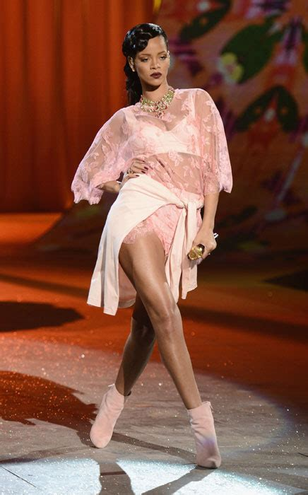 Rihhana Fashion Secrets Revealed by S Secret Show 2015 Performers Revealed