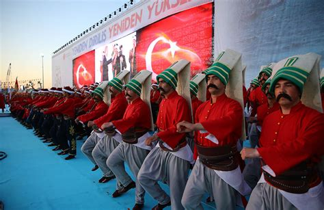 elite ottoman soldiers turkey marks 562nd anniversary of istanbul s conquest by