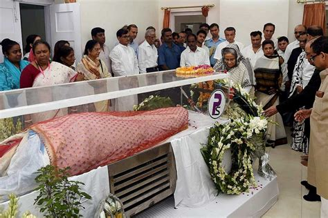 parveen babi juhu house outlook india photogallery funeral of first lady suvra