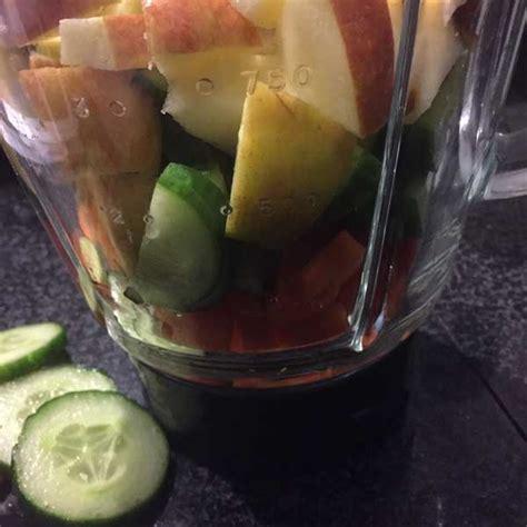 Blender Wortel shake met appel wortel en komkommer traktatie