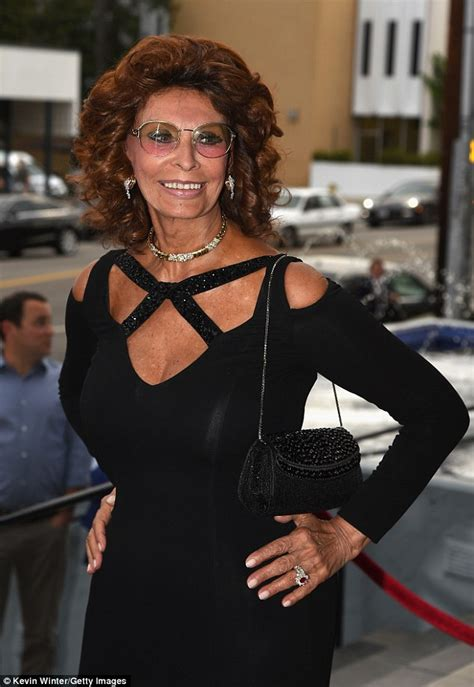 sophia loren hourglass sophia loren shows off figure in cleavage baring gown at