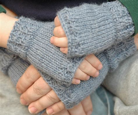 knitting pattern for childrens gloves 40 mittens and gloves crafts to make