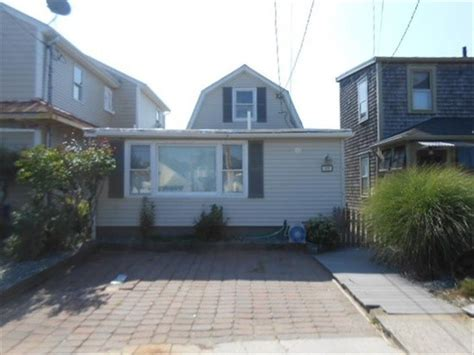 45 white ave riverside ri 02915 foreclosed home