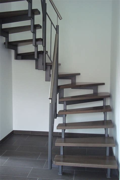 Holztreppe Grau Lackieren by Treppen