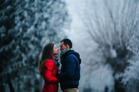couple editing wallpaper couple looking closely at eyes with blurred snowy