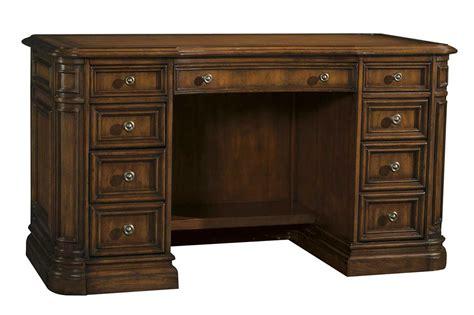 Sligh Desk Sligh Winchester 56 X 28 Pedestal Desk