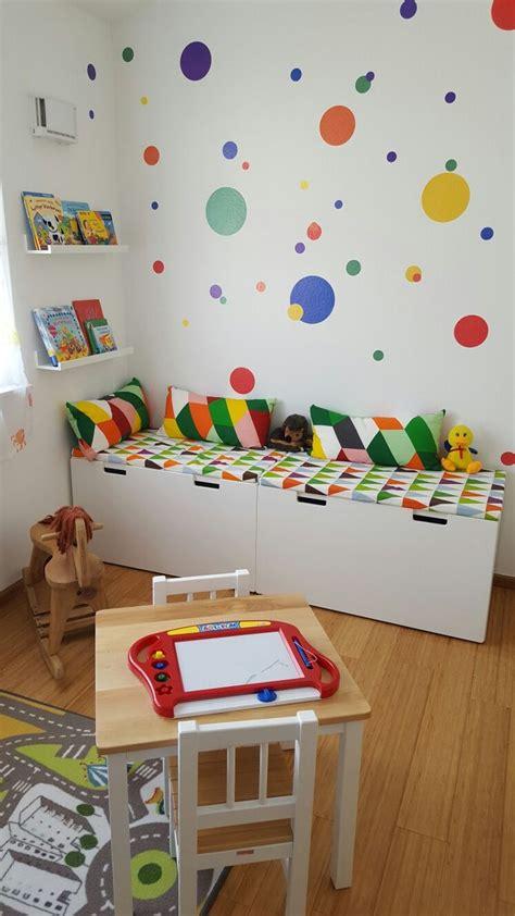 kinder und babyzimmer buntes kinderzimmer kinder leseecke ikea