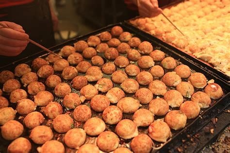 cara membuat adonan takoyaki takoyaki camilan olahan gurita dari negeri sakura