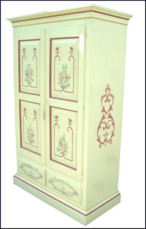 armadi dipinti armadio in legno massello dipinto e decorato a a mano