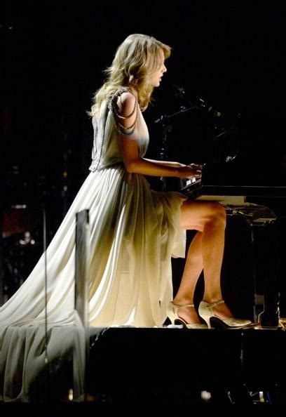 taylor swift all too well live grammys taylor swift performs all too well live at the 2014