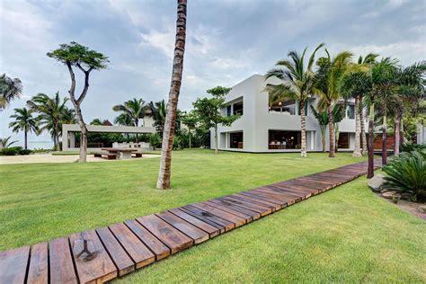 house lawn design home casa la punta built by el 195 173 as rizo arquitectos keribrownhomes