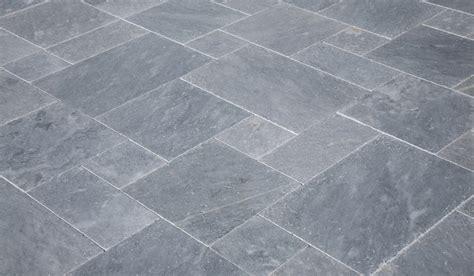 steinfliesen grau natursteinhandel natursteine f 252 r innen und aussenbereich