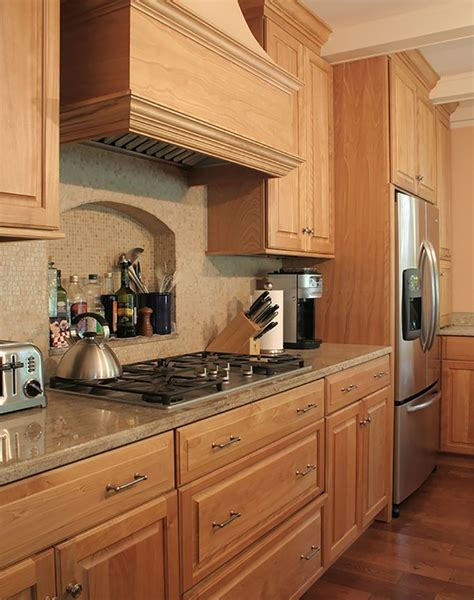 cherry oak kitchen cabinets best 25 cherry kitchen ideas on pinterest cherry